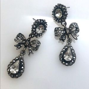 Vintage but NWT Crystal Pewter Bow Earrings